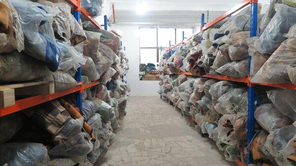 Более 3 тысяч теплых одеял в пункте выдачи гуманитарной помощи в городе Степанакерт