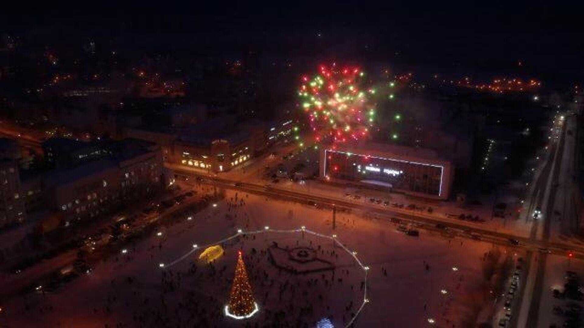 Самая первая елка: на новогоднем дереве в Якутии зажгли огни - РИА Новости, 1920, 02.12.2020