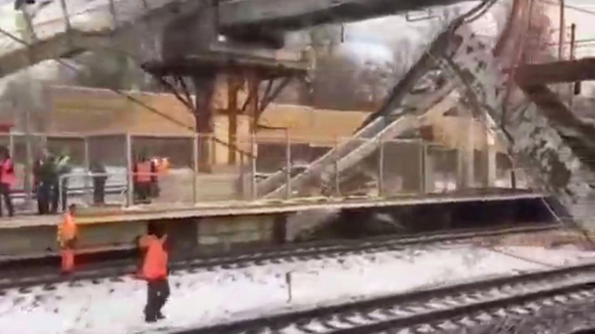 В Подмосковье обрушился пешеходный мост