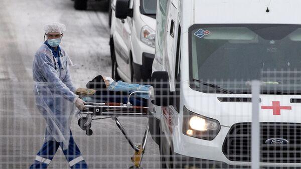 Врач бригады скорой медицинской помощи, которая доставила пациента в карантинный центр в Коммунарке