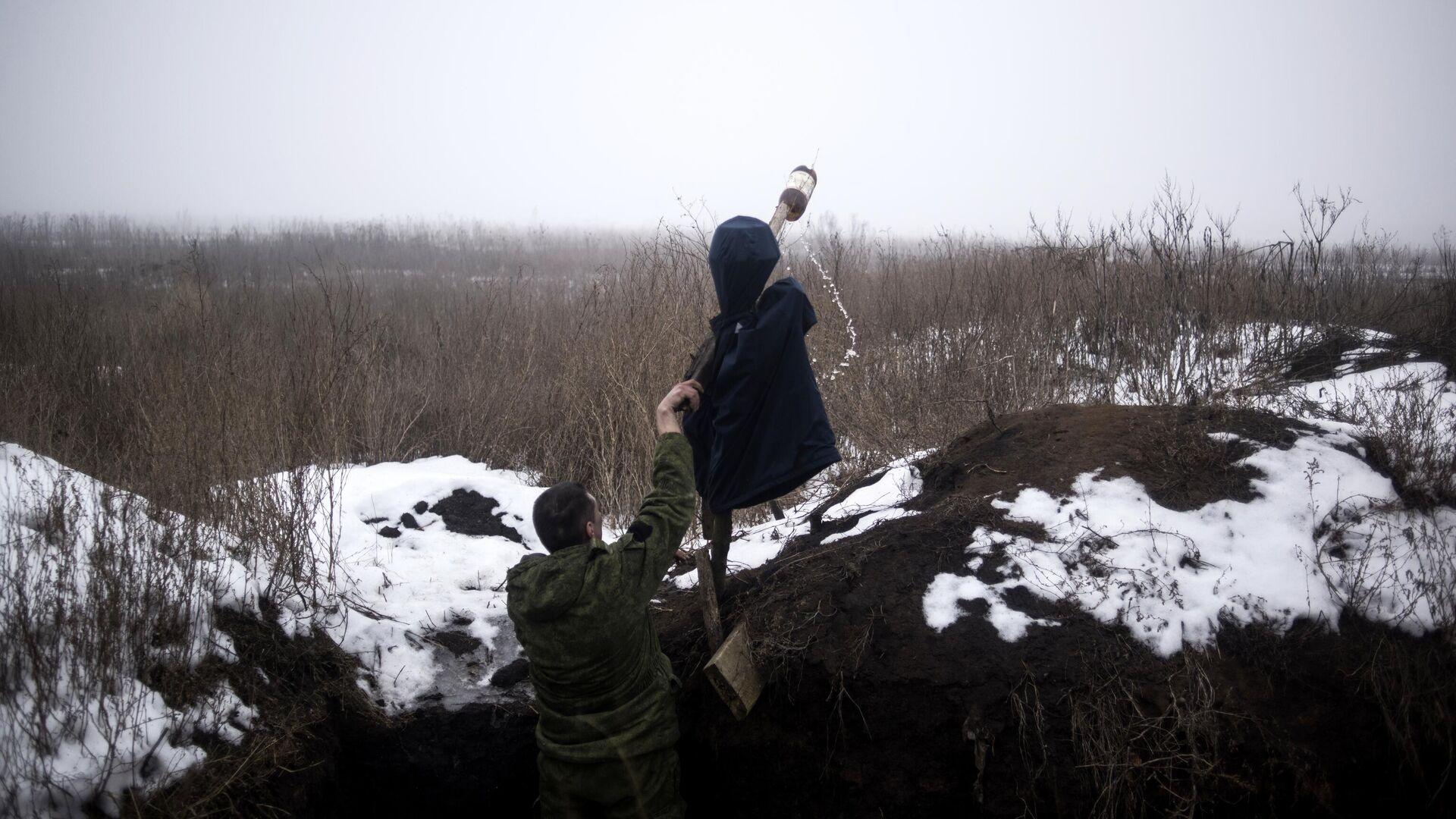 Военнослужащий ДНР в поселке Ясное Донецкой области - РИА Новости, 1920, 23.02.2021