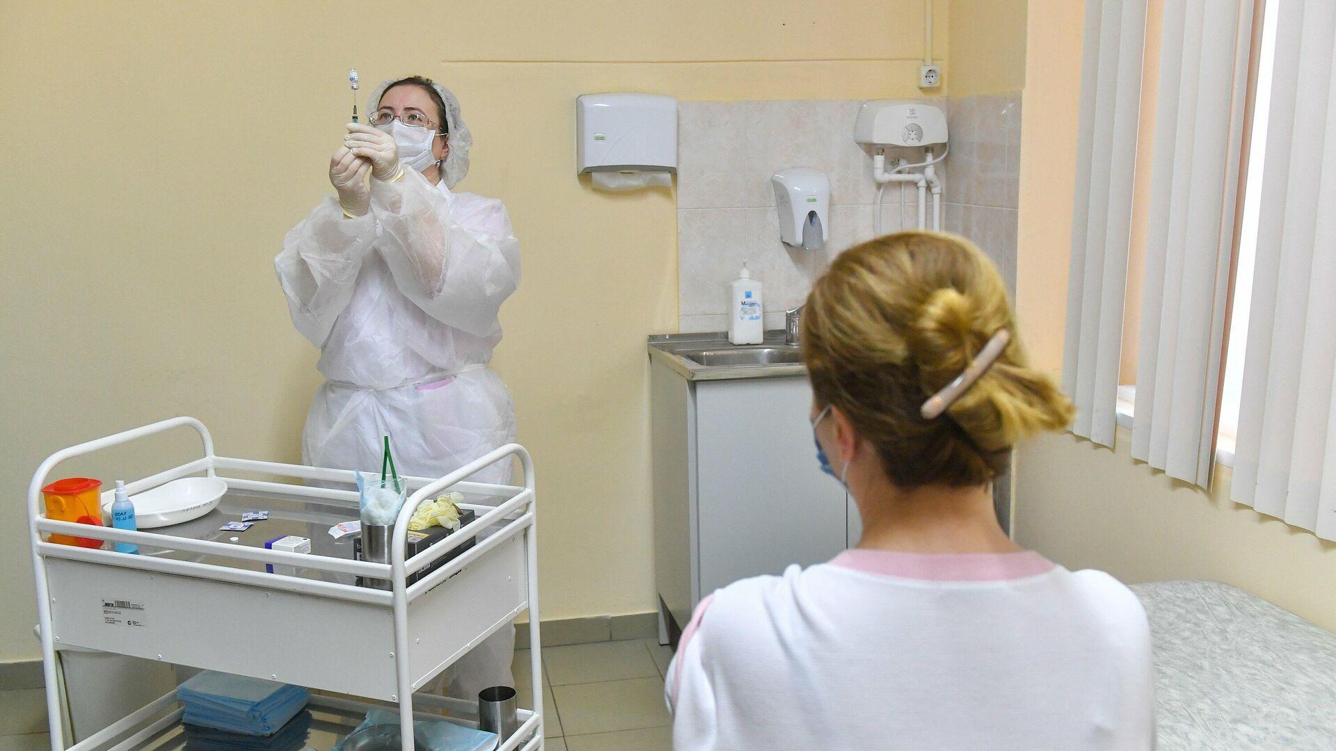 Старт масштабной вакцинации от COVID-19 в московских поликлиниках - РИА Новости, 1920, 05.12.2020