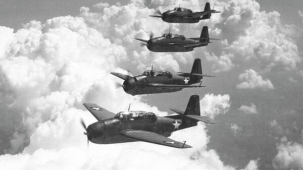 Звено из пяти торпедоносцев ТВМ-1 Эвенджер