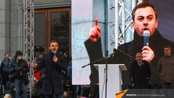 Ишхан Сагателян на митинге оппозиции с требованием отставки премьер-министра Армении