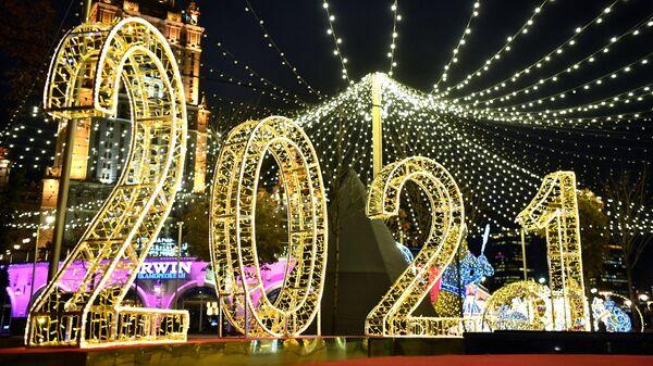Новогодняя иллюминация на набережной Тараса Шевченко в Москве