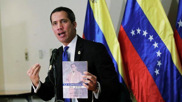 Лидер оппозиции Хуана Гуаидо во время пресс-конференции в Каракасе, Венесуэла. 5 декабря 2020