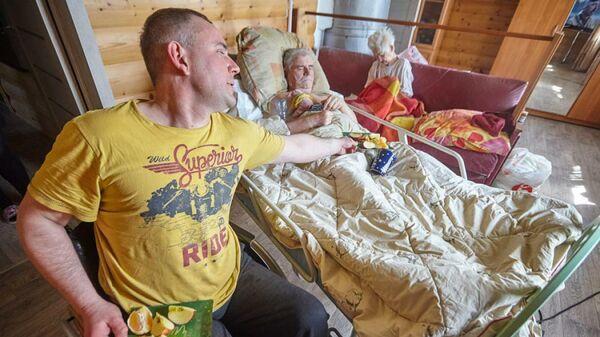 Дмитрий вместе с родителями