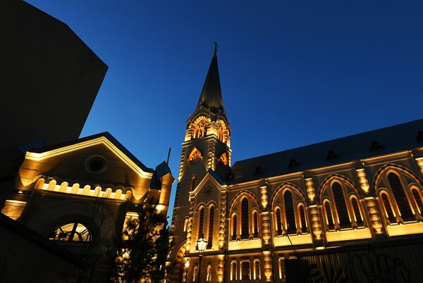 Установка подсветки на Кафедральном соборе Святых Петра и Павла
