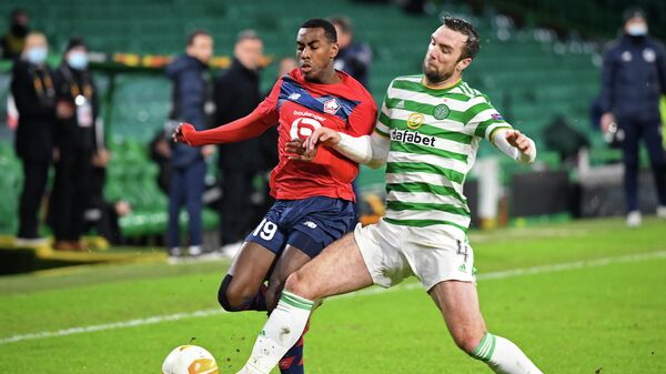 Lille's French forward Isaac Lihadji (L) vies with Celtic's Irish defender Shane Duffy (R) during the UEFA Europa League Group H football match between Celtic and Lille at Celtic Park stadium in Glasgow, Scotland on December 10, 2020. (Photo by ANDY BUCHANAN / POOL / AFP)