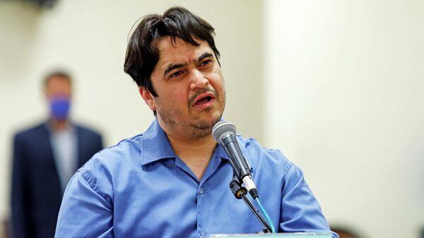 Руководитель новостного портала Амад Ньюз Рухолла Зам в зале суда в Тегеране, Иран. 2 июня 2020