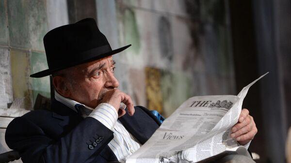 Актер Валентин Гафт в спектакле американского драматурга Дональда ЛиКобурна Игра в джин