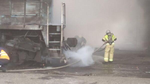 Тушение пожара в здании на территории разреза Черногорский в МО Усть-Абаканский район, Республика Хакасия