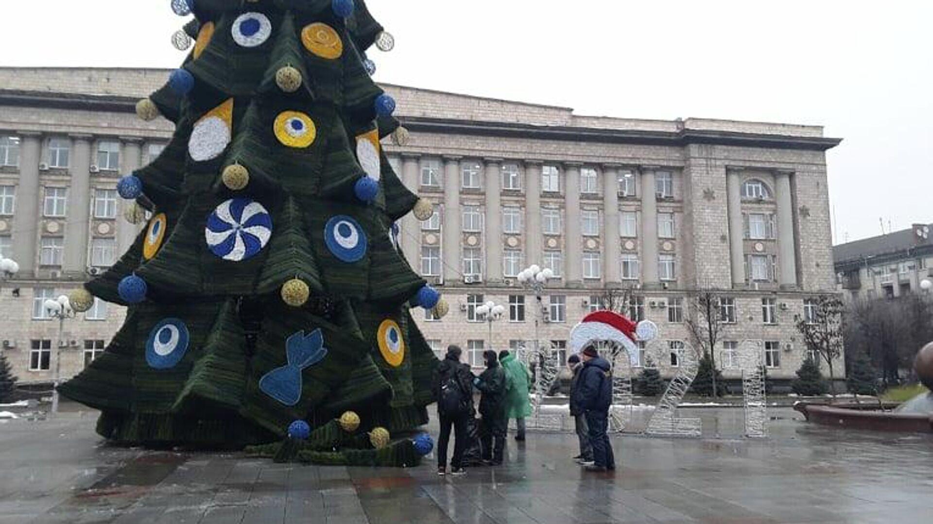 Новогодняя елка на Соборной площади в Черкассах - РИА Новости, 1920, 15.12.2020
