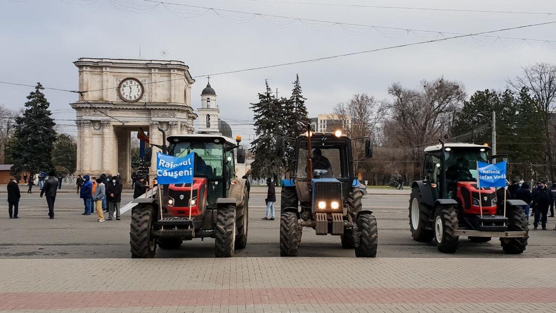 Тракторы на площади у здания правительства Молдавии в Кишиневе - РИА Новости, 1920, 15.12.2020