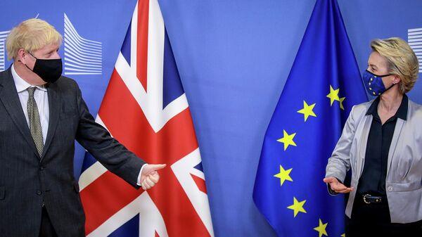 Президент Европейской комиссии Урсула фон дер Ляйен и премьер-министра Великобритании Борис Джонсон во время встречи в Брюсселе. 9 декабря 2020