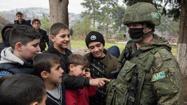 Представитель российских миротворцев в селе Чартар