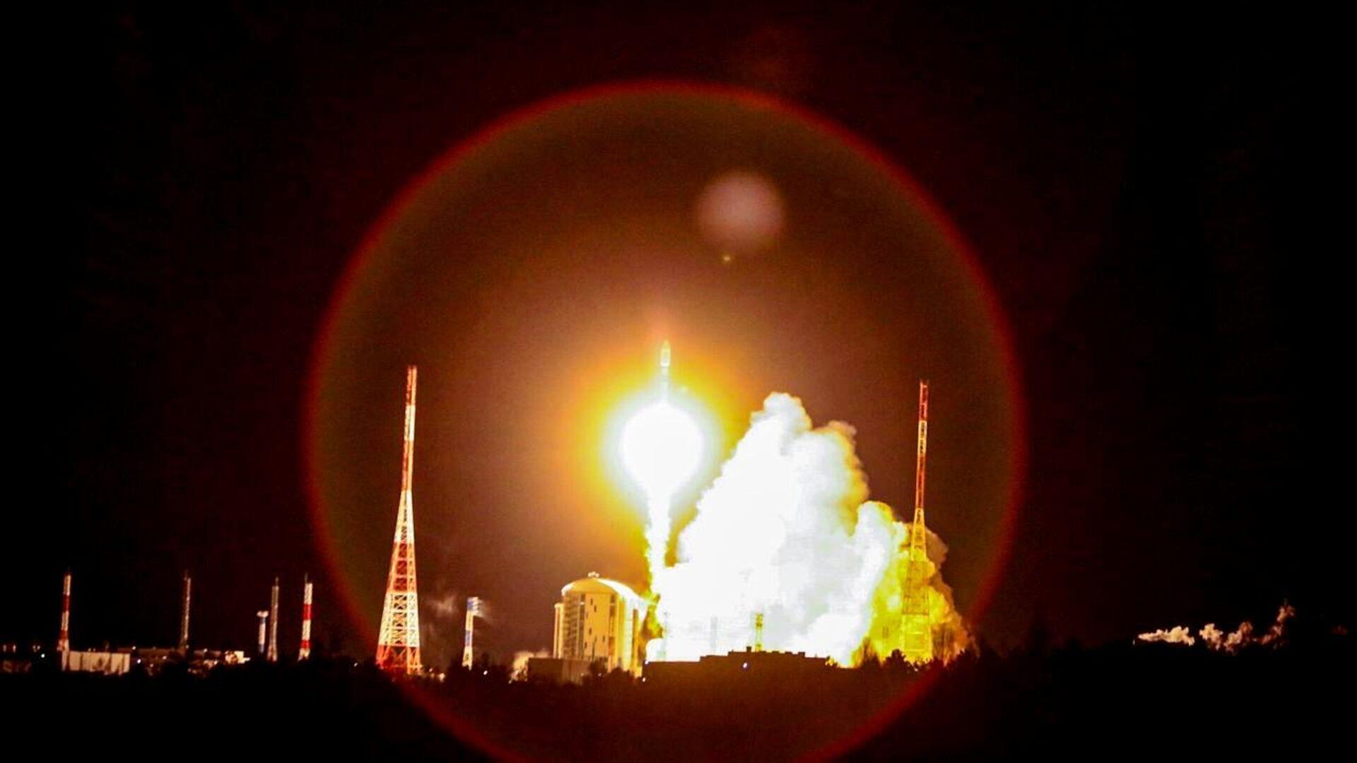 Запуск ракеты-носителя Союз-2.1б с британскими спутниками связи OneWeb на космодроме Восточный - РИА Новости, 1920, 28.05.2021