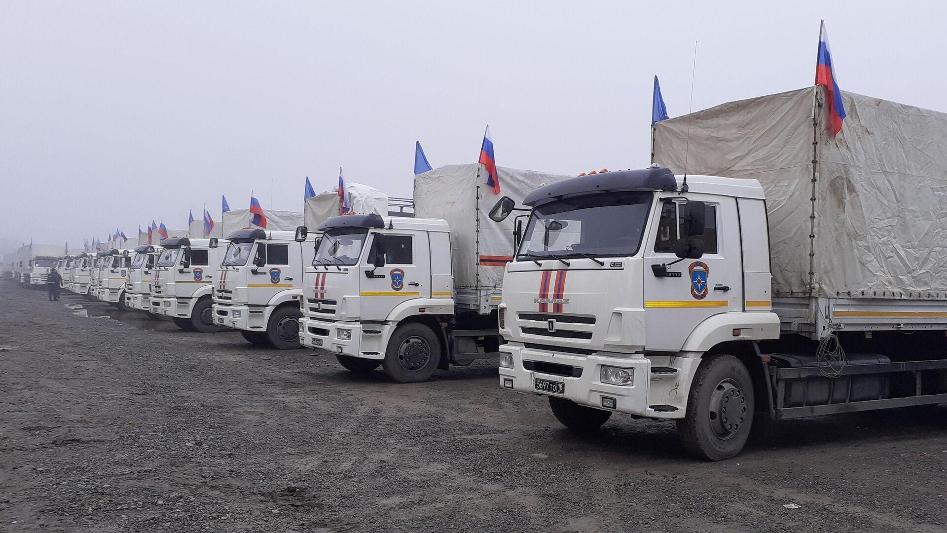 МЧС доставило 35 вагонов с гумпомощью для Карабаха