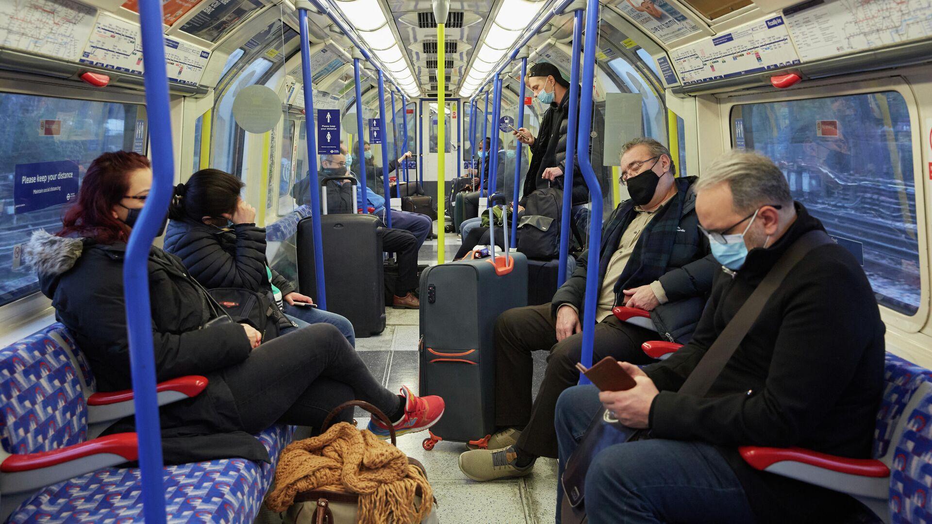 Пассажиры в поезде из аэропорта Хитроу в Лондоне - РИА Новости, 1920, 10.02.2021