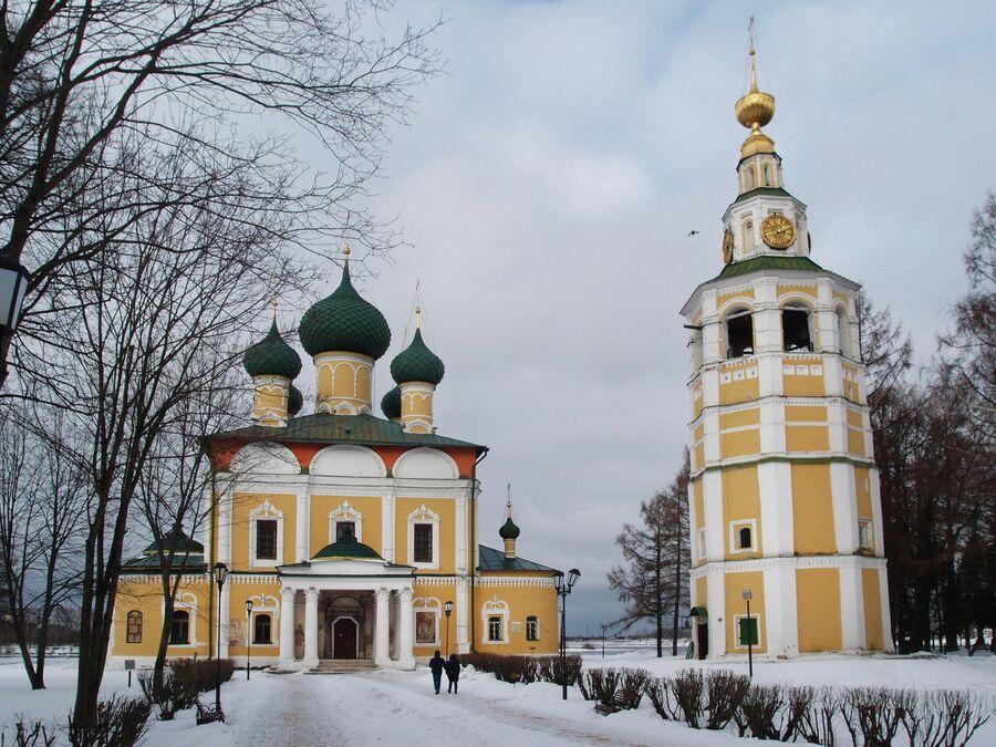 Спасо-Преображенский собор и колокольня в кремле
