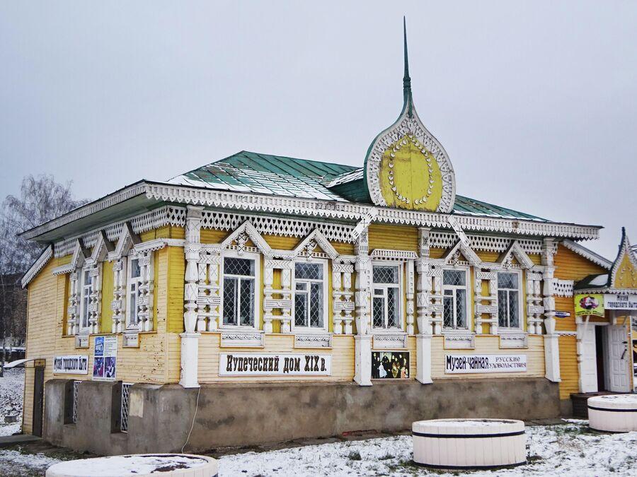 Здание бывшей городской библиотеки, в которой сейчас размещается Музей городского быта