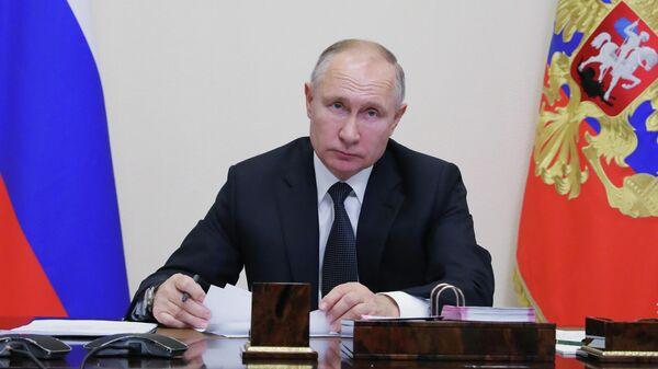 Президент России Владимир Путин проводит в режиме видеоконференции совместное заседание Государственного совета и Совета при президенте РФ по стратегическому развитию и национальным проектам.