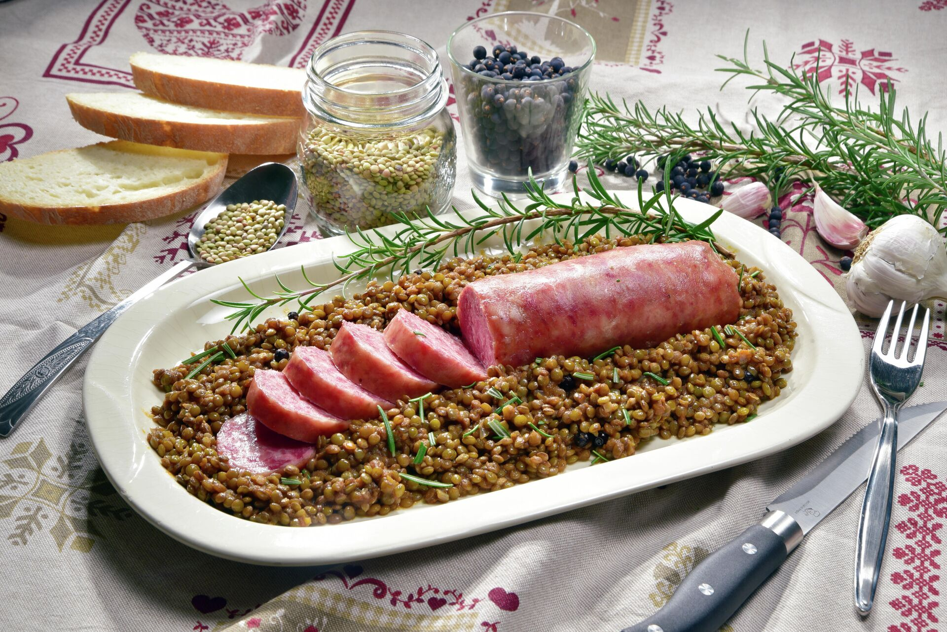 Итальянское блюдо Cotechino con le lenticchie - РИА Новости, 1920, 24.12.2020
