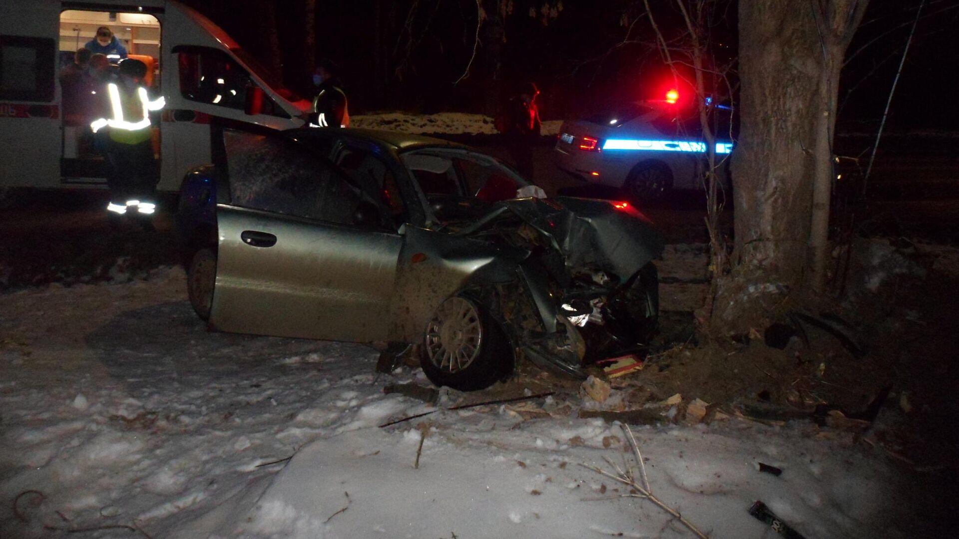 В Ивановской области иномарка врезалась в дерево, погибли два человека