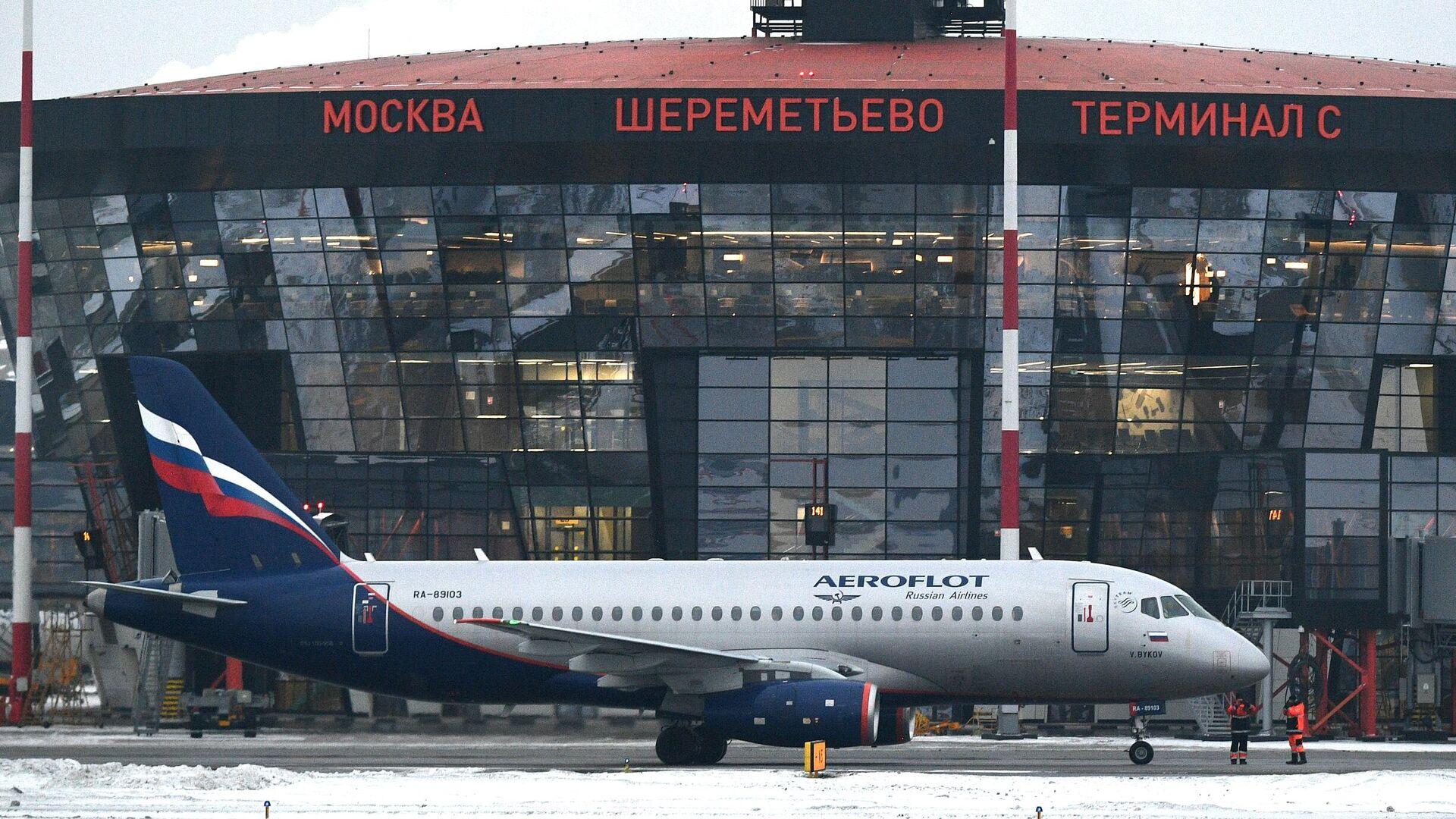 В Шереметьево сел самолет после сигнала об открытом грузовом отсеке