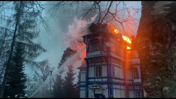 Первые кадры с места пожара в санатории Колчаново