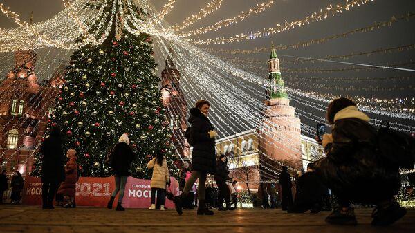Новогодняя елка на Манежной площади в Москве