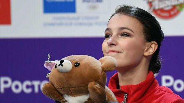 Анна Щербакова после выступления с произвольной программой в женском одиночном катании на чемпионате России по фигурному катанию в Челябинске.