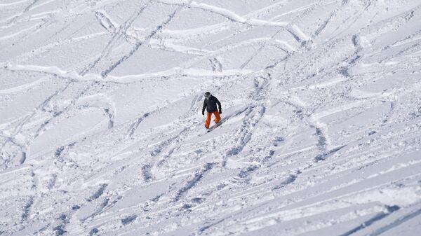 Отдыхающий на горнолыжном курорте Роза Хутор в Сочи