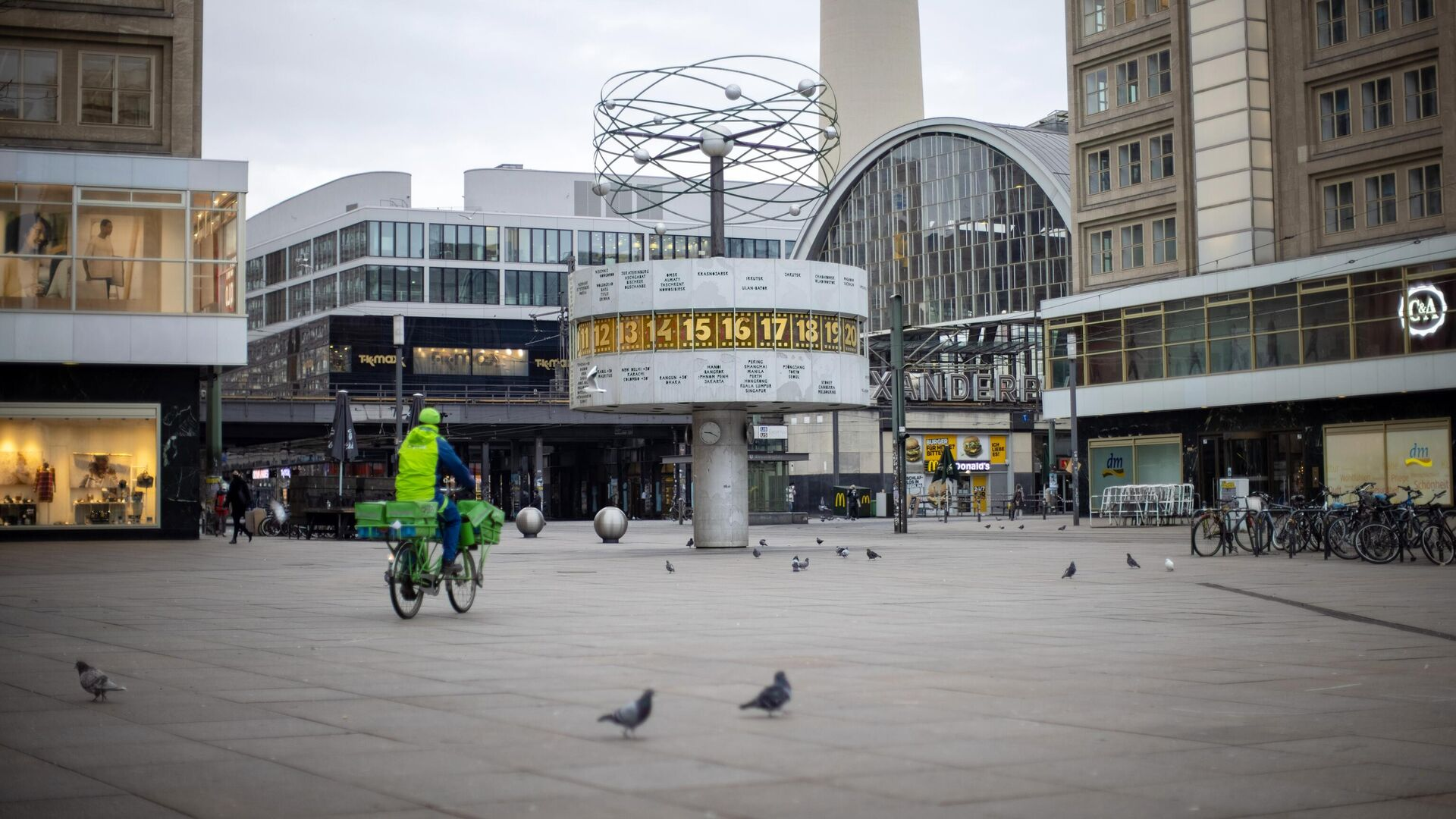 Площадь Александерплац в Берлине во время общенационального локдауна из-за второй волны пандемии коронавируса  - РИА Новости, 1920, 01.02.2021