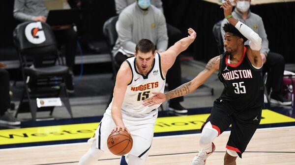 Игровой момент матча НБА Денвер - Хьюстон