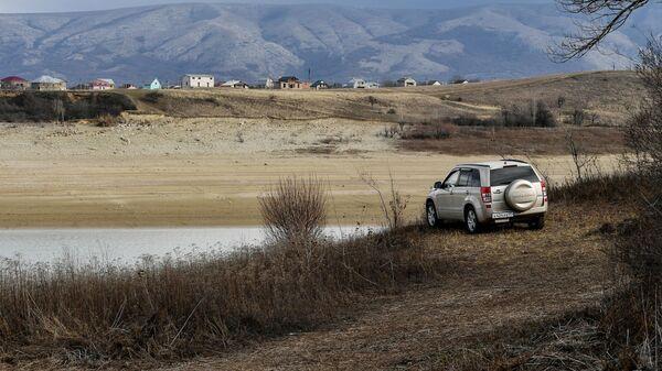 Берег Аянского водохранилища в Крыму