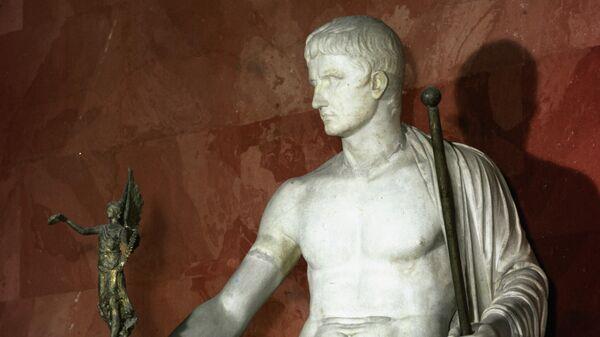 Статуя императора Октавиана Августа в образе Юпитера
