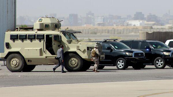 Военнослужащие в аэропорту Адена