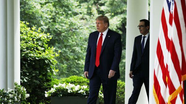 Не ждали. Дональд Трамп срочно вернулся в Белый дом