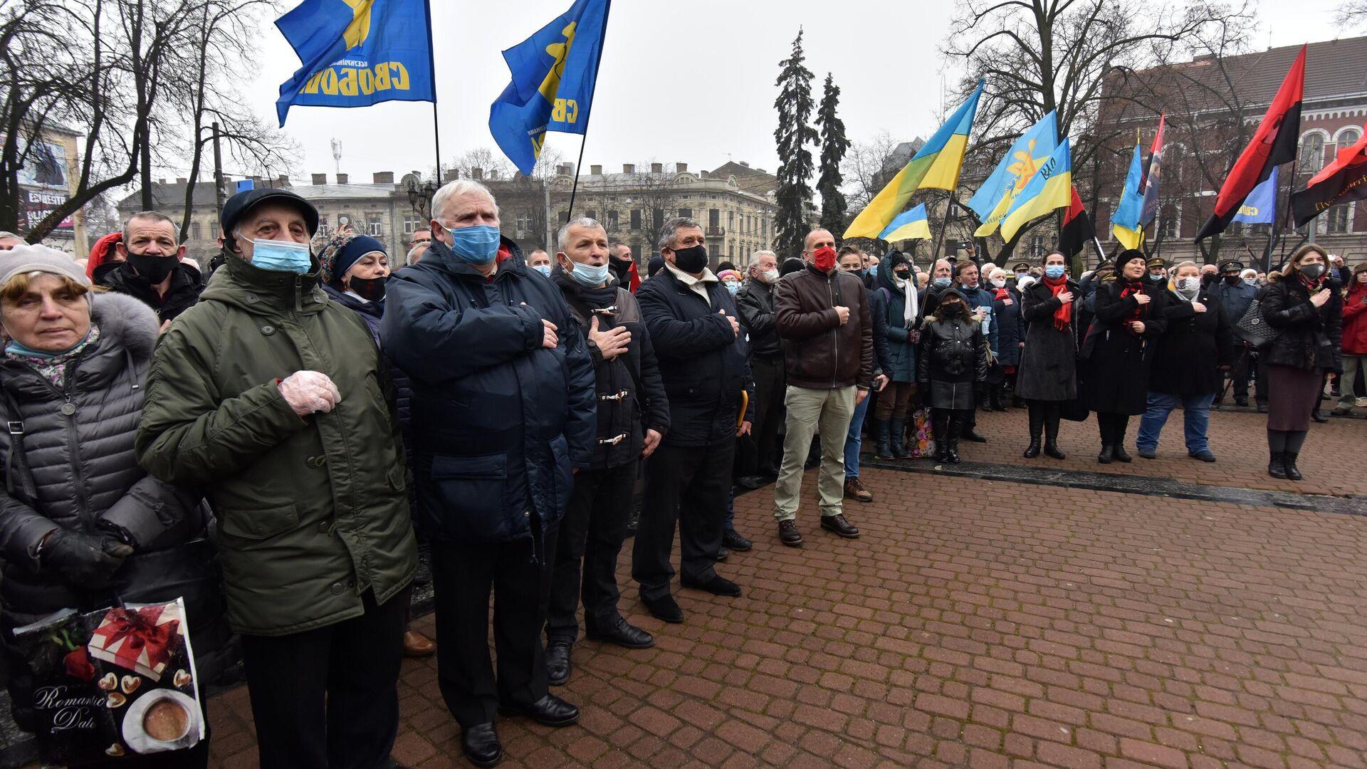 Участники митинга, приуроченного к 112 годовщине со дня рождения Степана Бандеры, во Львове - РИА Новости, 1920, 05.01.2021