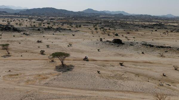 Пилот во время этапа ралли-рейда Дакар