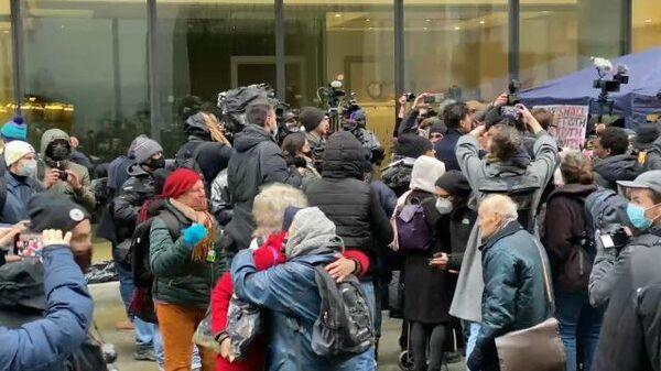 Кадры митинга в поддержку Ассанжа в США