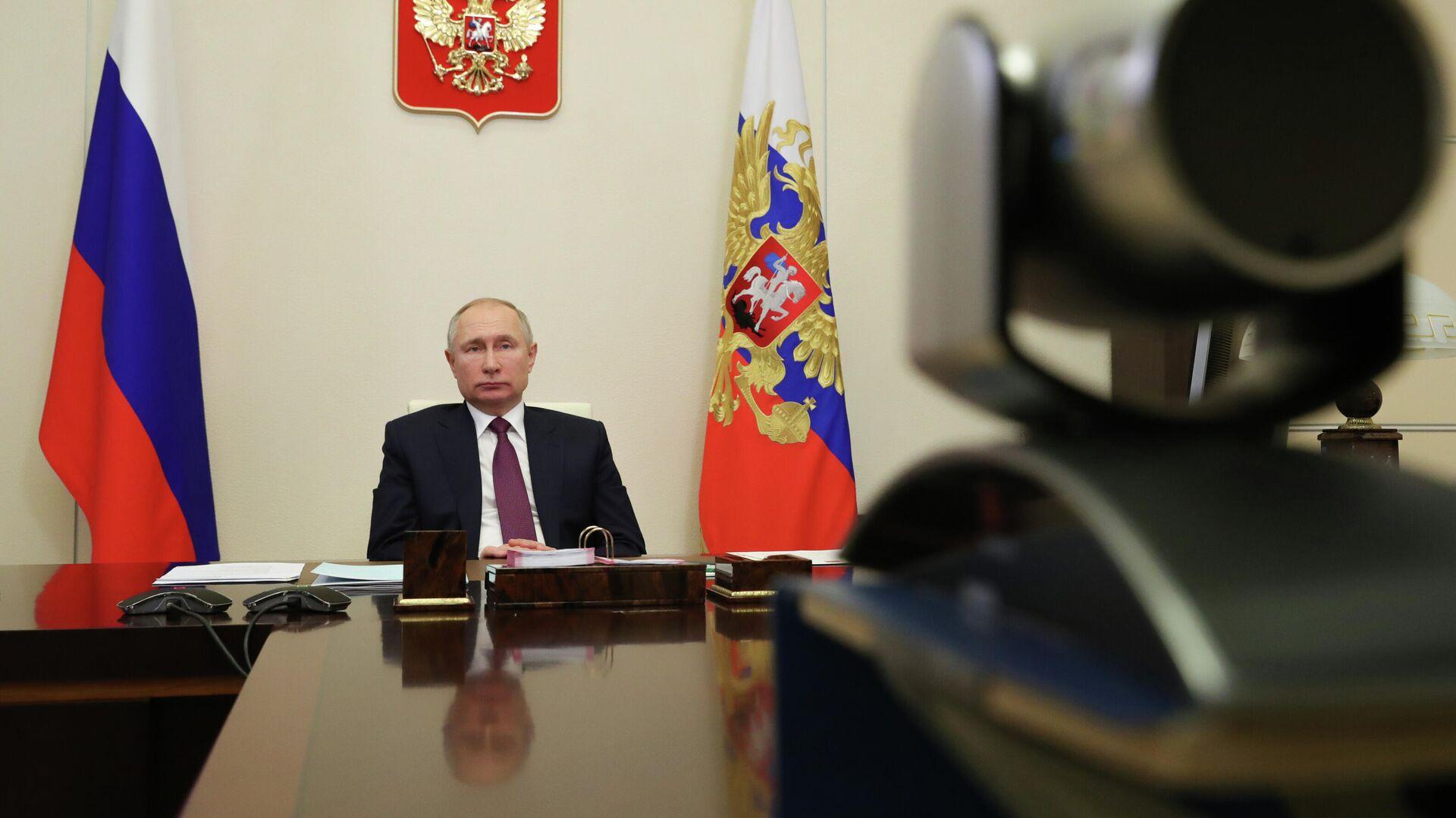 Президент РФ Владимир Путин провел совещание по вопросам социальной защиты населения - РИА Новости, 1920, 05.01.2021