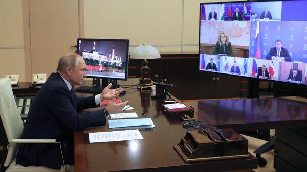 Президент РФ Владимир Путин проводит в режиме видеоконференции совещание по вопросам социальной защиты населения