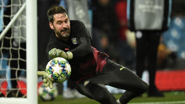 Manchester City's English goalkeeper Scott Carson warms up ahead of the UEFA Champions League football Group C match between Manchester City and Shakhtar Donetsk at the Etihad Stadium in Manchester, north west England on November 26, 2019. (Photo by Oli SCARFF / AFP)