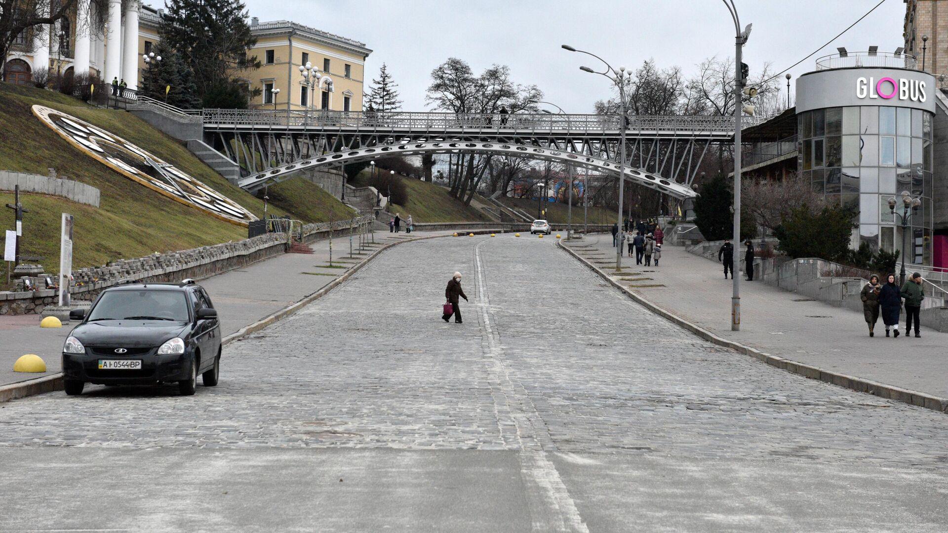 Малолюдная улица Институтская в Киеве - РИА Новости, 1920, 03.02.2021