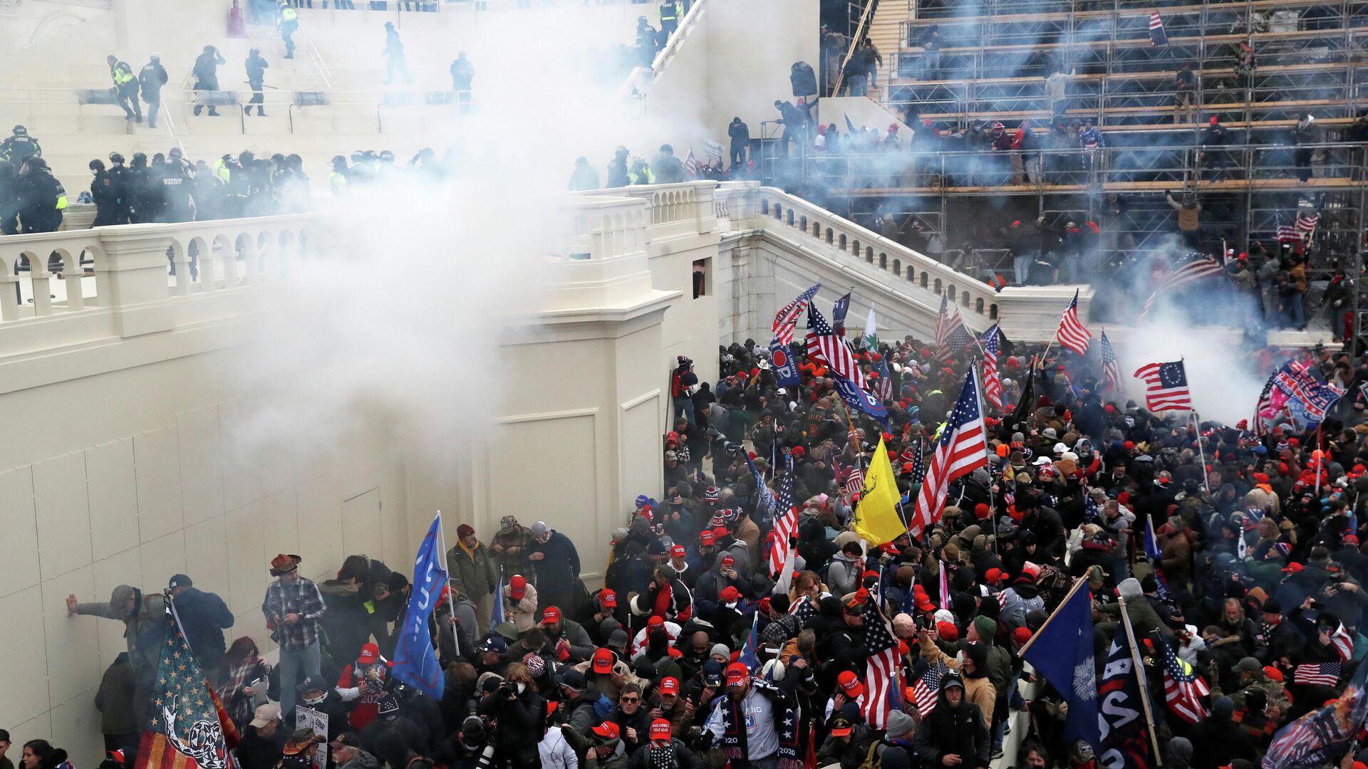 ФБР арестовало более сотни участников беспорядков в Вашингтоне