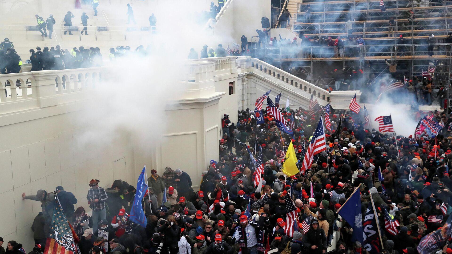 Акция протеста сторонников Дональда Трампа в Вашингтоне - РИА Новости, 1920, 13.01.2021