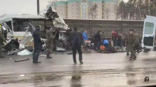 Кадры с места ДТП с военными автобусами на Новорижском шоссе