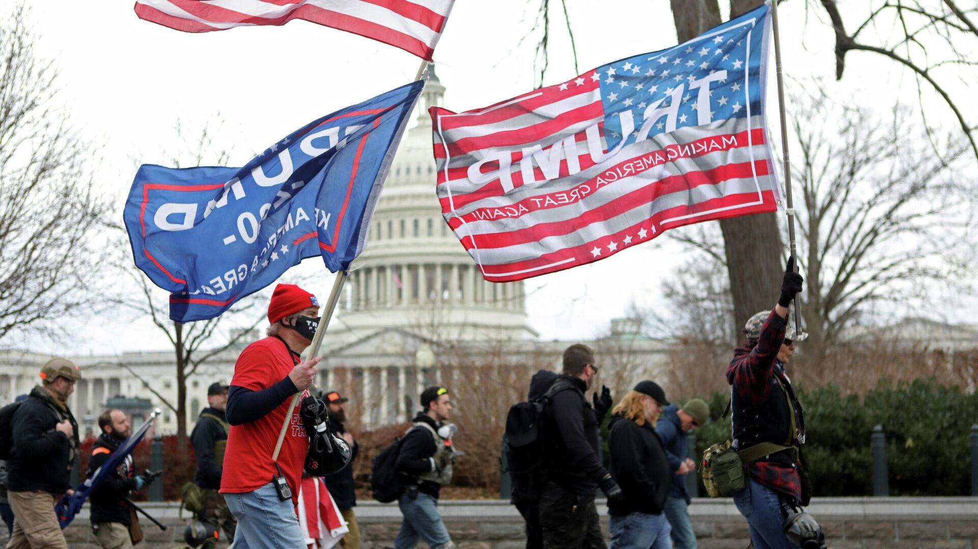 Сторонники Дональда Трампа у здания Конгресса США в Вашингтоне - РИА Новости, 1920, 14.01.2021